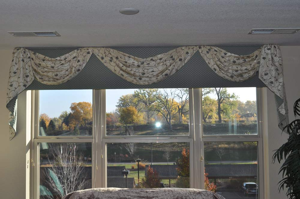 blue window valence and accent floral pattern