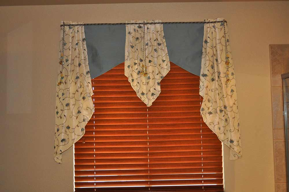country-style window valence